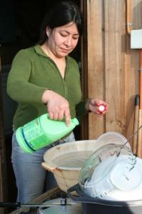 pouring cloro